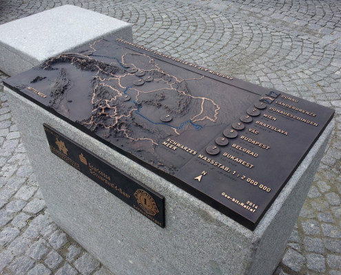 Taktiles Bronzemodell des Donauverlaufs